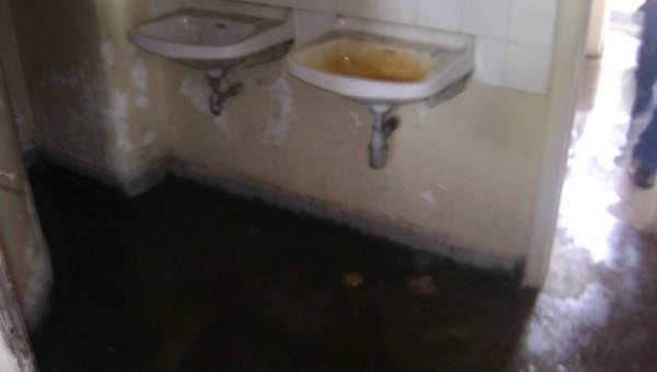 Запушени мивки в общежитие