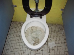 Запушена тоалетна чиния